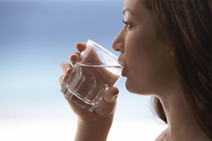 ۱۲ خاصیت باورنکردنی نوشیدن آب داغ ، سلامتی و شادابی مو