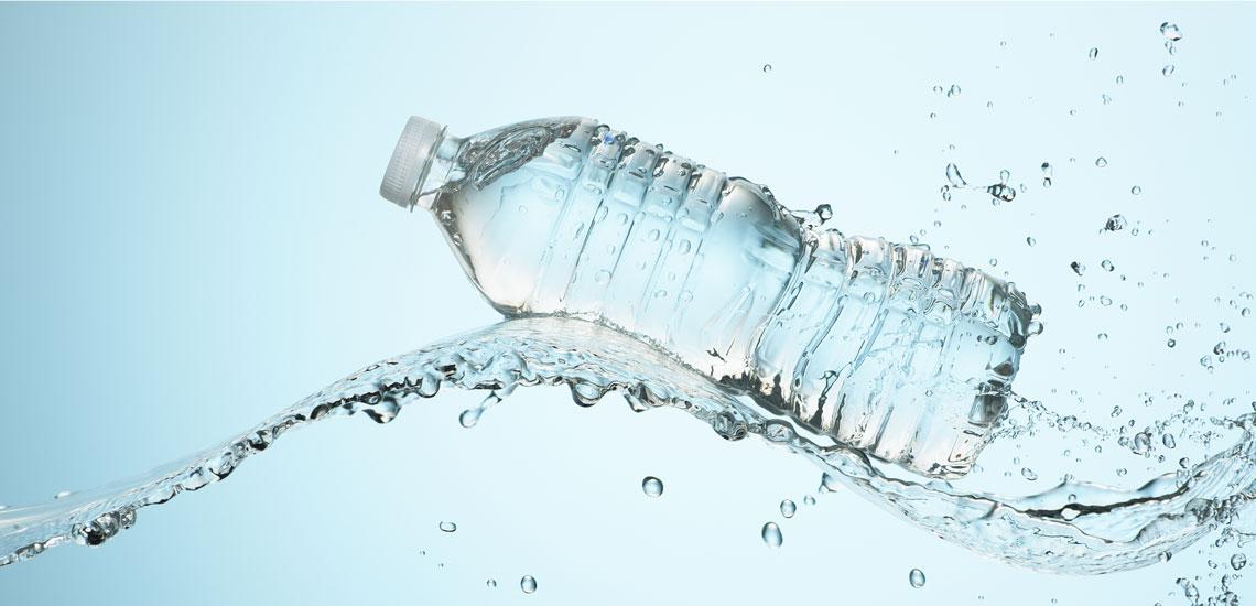 ۹ نشانه که میگوید به اندازه کافی آب نمینوشید