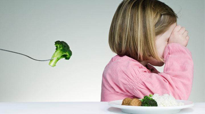 لجبازی کودک - غذا دادن به کودکان لجباز