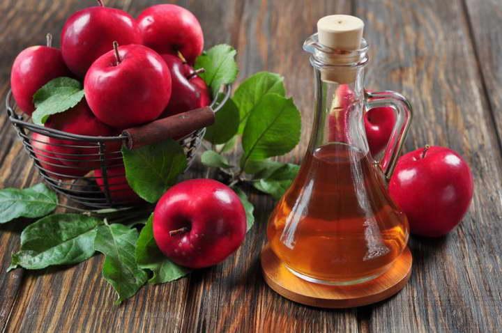 برای صاف کردن موها از سرکه ی سیب استفاده کنید