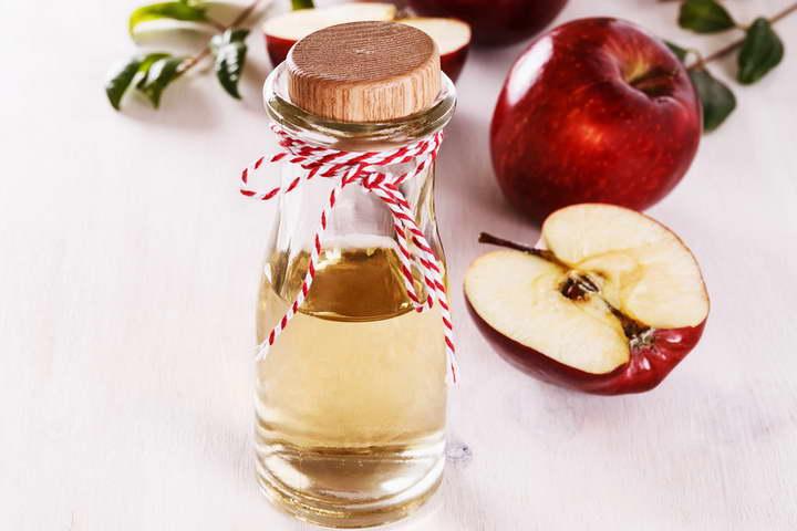 برای درمان جوش های سرسفید از سرکه ی سیب استفاده کنید