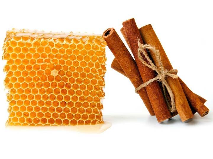 عسل و دارچین برای درمان جوش های سرسیاه