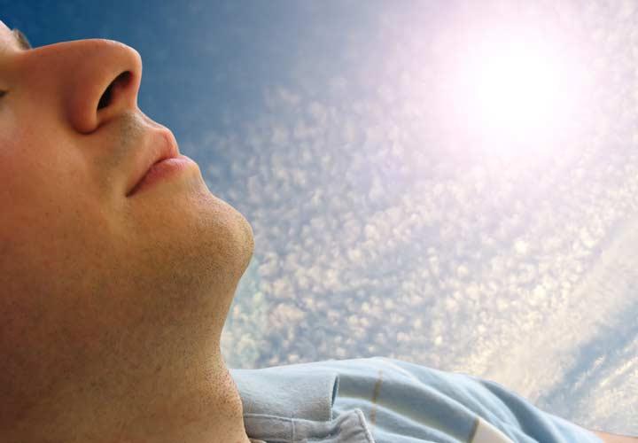 رفع لکه های قهوه ای صورت - از پوست خود در برابر پرتوهای خورشید محافظت کنید.
