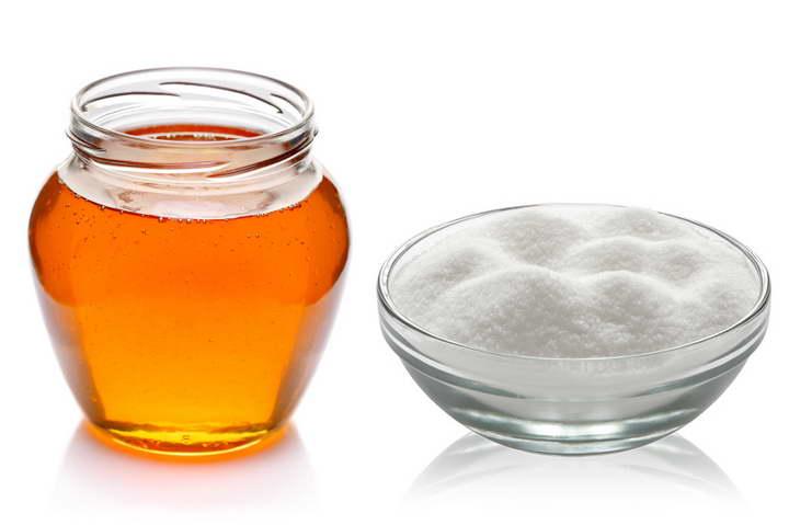 برای درمان جوش سرسفید از اسکراب شکر استفاده کنید