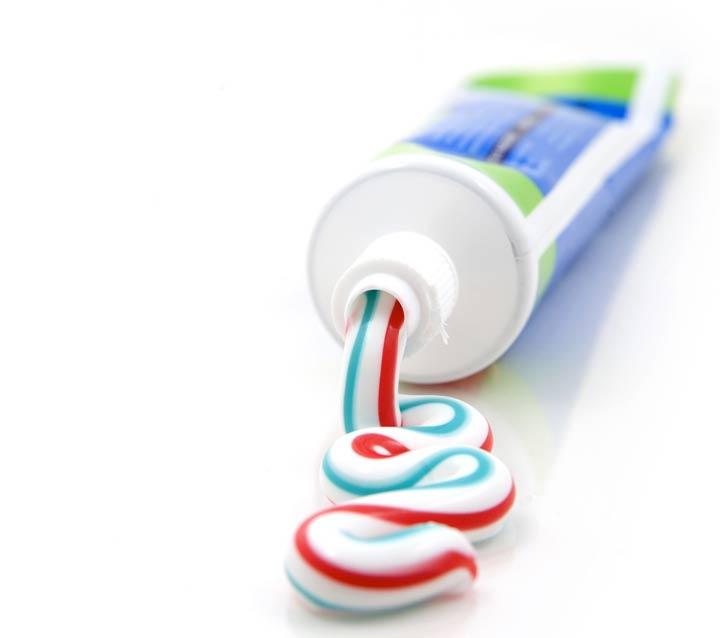 خمیر دندان برای از بین بردن بوی سیر