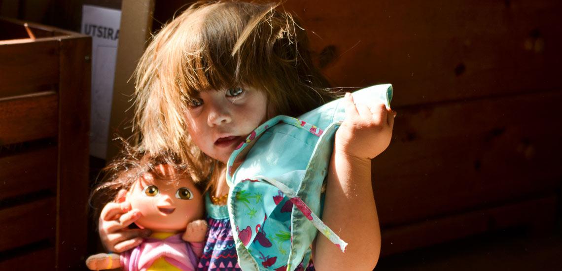 آموزش نظم به کودکان نوپا با ۱۰ راهکار موثر و کاربردی