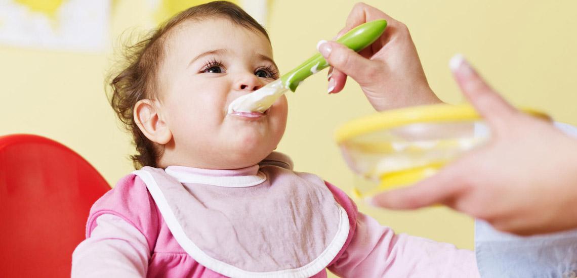راهنمای کامل تغذیه نوزاد در ماههای مختلف زندگی