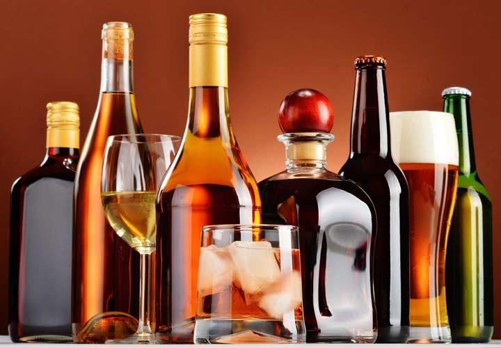 درمان خانگی کبد چرب - الکل یکی از مهمترین عوامل ابتلا به کبد چرب است.