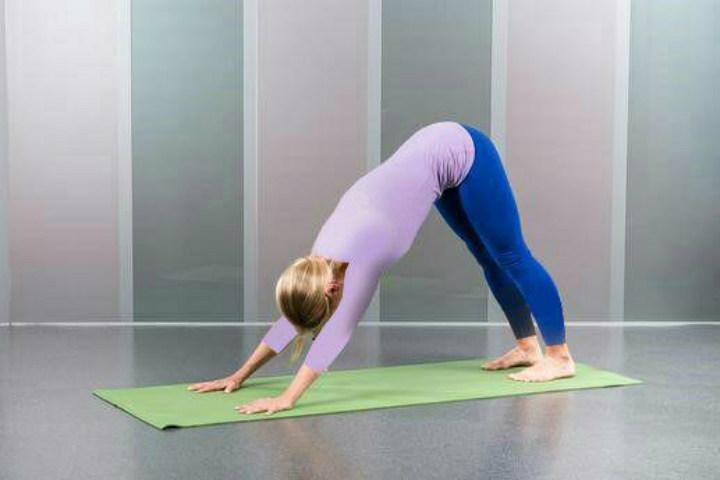 تقویت عضلات بازوها - حرکت سگ رو به پایین