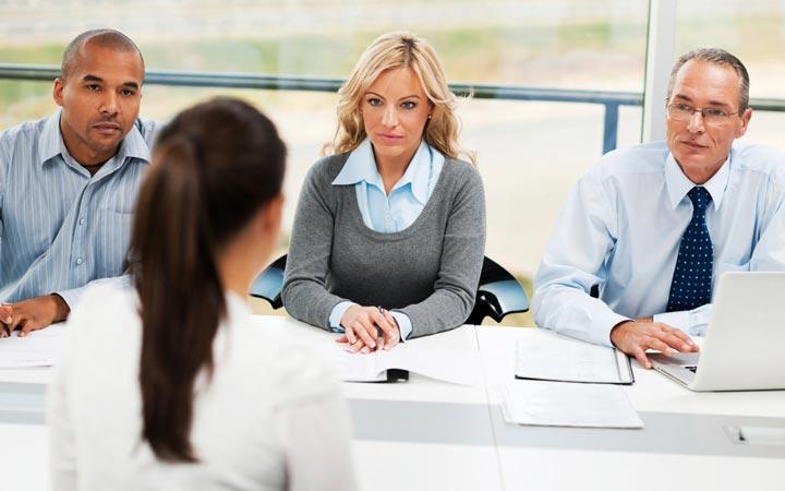 برای دستیابی به ارتقای شغلی هر چند وقت یکبار به مصاحبههای شغلی خارج از شرکت خود بروید.