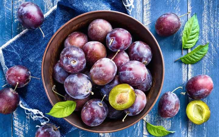 آلو سیاه - ۱۰ میوه مفید برای دیابتیها