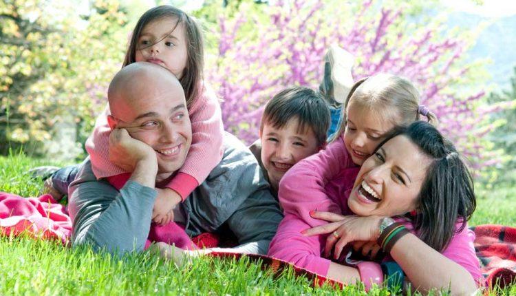 13 راهکار مؤثر برای اینکه خانوادهای شاد و صمیمی داشته باشیم