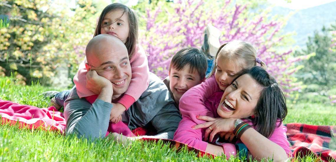 ۱۳ راهکار مؤثر برای اینکه خانوادهای شاد و صمیمی داشته باشیم