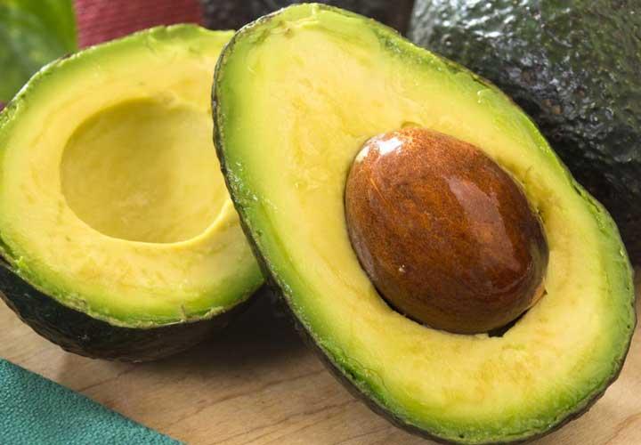 آووکادو به کاهش کلسترول خون و بازسازی پوست کمک می کند.