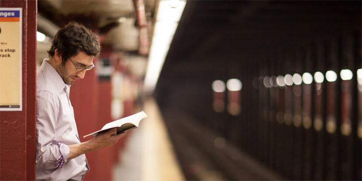همراه داشتن کتاب- عادت به مطالعه
