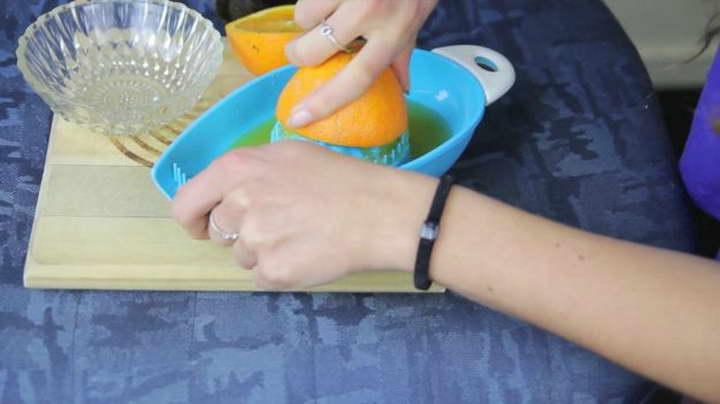 برای تقویت ناخن از آب پرتقال استفاده کنید