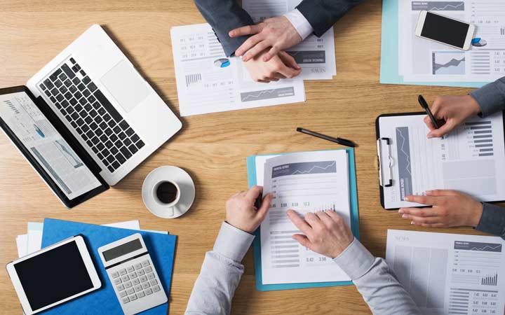 7 زنگ خطر که نشان میدهد کسبوکار شما به CRM نیاز دارد - هدر دادن وقت زیاد بابت گزارش ها