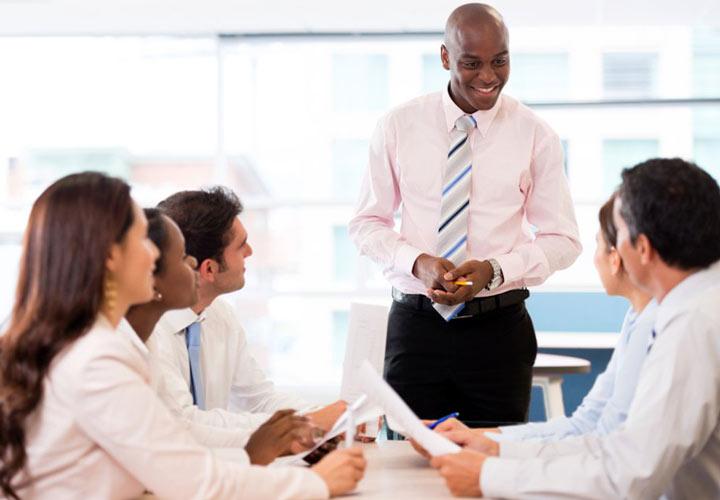 قدرت لبخند در مذاکره - چگونه مذاکرهکننده بهتری باشیم