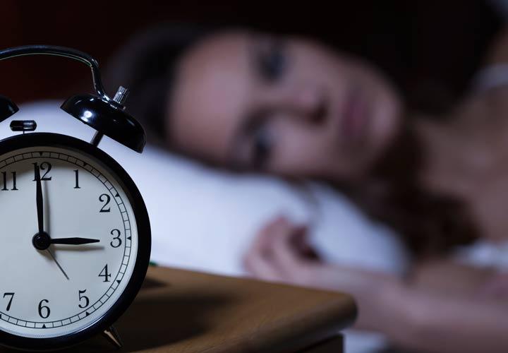 اختلالات خواب از علائم کمبود پروتئین در بدن است.