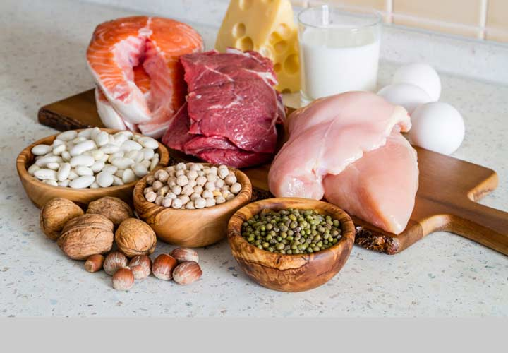 علائم کمبود پروتئین در بدن - گوشت ها و برخی گیاهان مانند حبوبات منبع خوبی برای تامین پروتئین هستند.