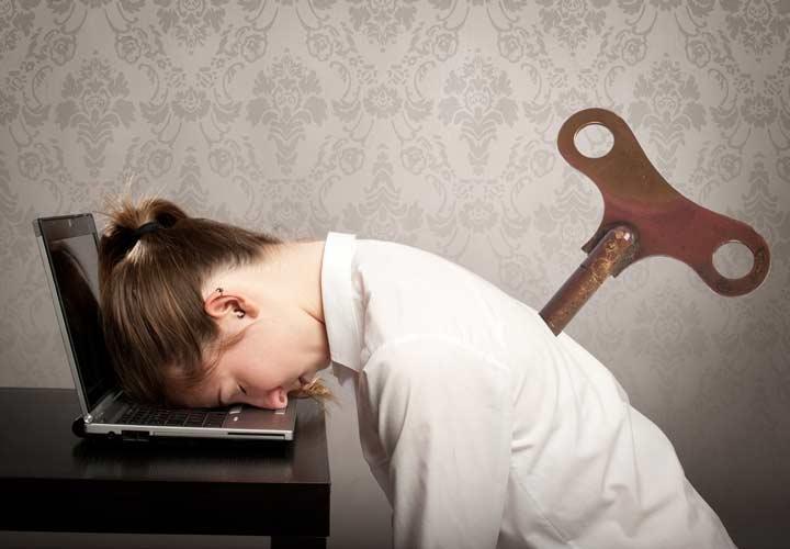 خستگی مزمن از علائم کمبود ویتامین B12 است.