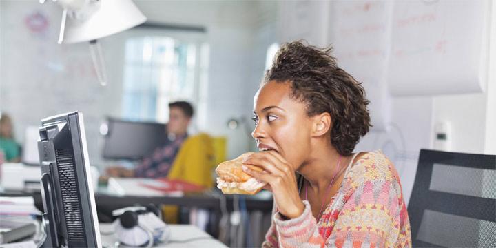 ۱۱ عادتی که سلامتی شما را به خطر می اندازند