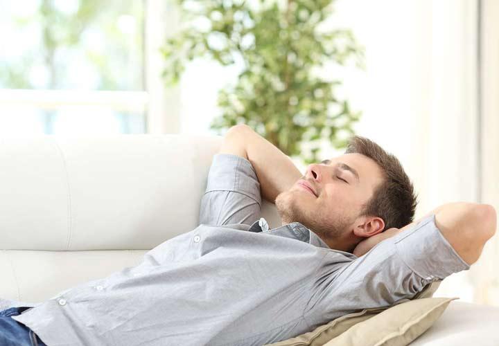 استراحت و خواب کافی از روش های لاغری است.