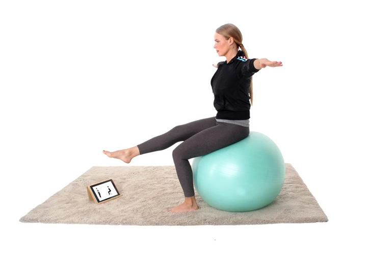 تمرین روی توپ یوگا ـ ورزش بعد از زایمان