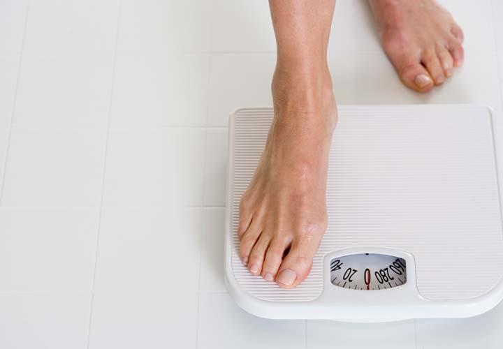 لاغری با حذف شیرینی - یکی از مزایای حدف شیرینی از رژیم غذایی کمک به کاهش وزن است.