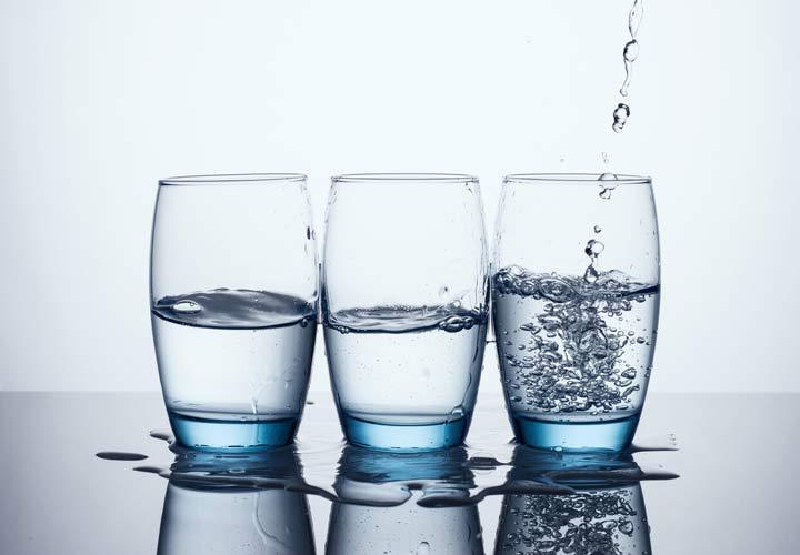 مصرف بیشتر آب می تواند به لاغری با حذف شیرینی کمک کند.
