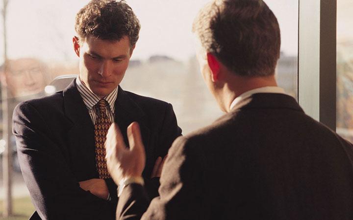 انتقادپذیر باشید و بیاموزید در نهایت احترام انتقاد کنید - کارمند نمونه