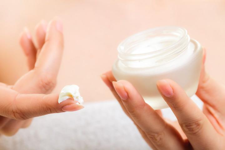 کرب مرطوب کننده یکی از بهترین درمان ها برای خارش پوست ناشی از خشکی پوست است.