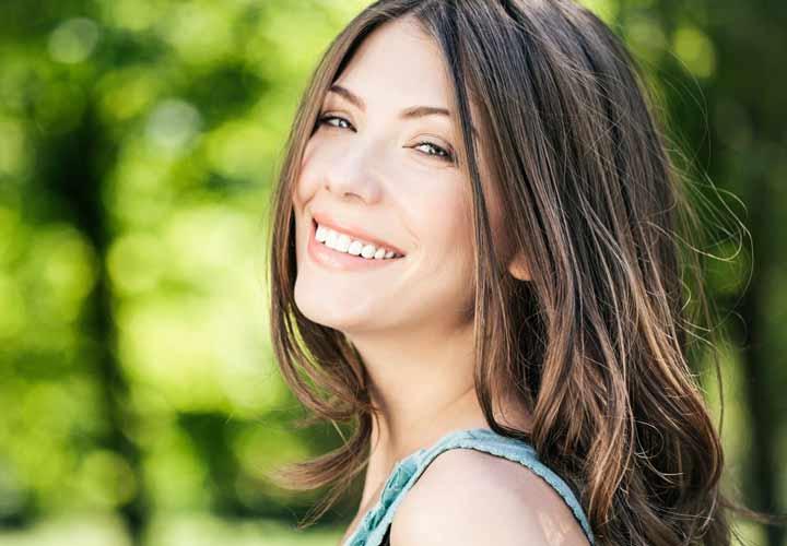 ۵ چیزی که مردان درمورد زنان دوست دارند - زنانی که خوشرویی بخشی از وجودشان شده است.