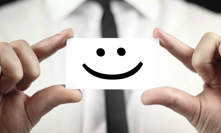 اعتماد به برند - مشتری راضی که تجربه خوبی از برند شما دارد