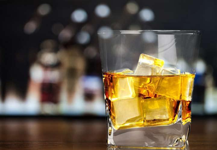 اعتیاد به نوشیدنی های الکلی از علل سوتغذیه است.