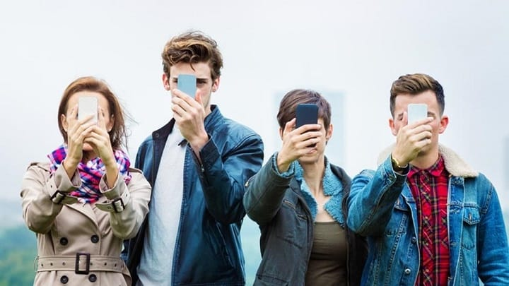 چرا تا این حد به گوشی موبایلتان وابسته هستید