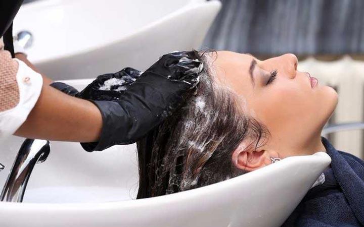وقتی هر روز مو ها را بشوییم، مواد شیمیایی موجود در شامپو ها این روغن ها را از بین می برند - مراقبت از مو