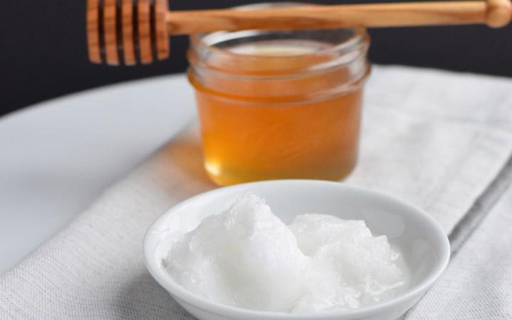 آنزیم ها و مواد مغذی عسل روی مو ها هم تأثیر مثبتی دارد و به آنها درخشنده گی ملایمی می دهد - فواید عسل برای پوست