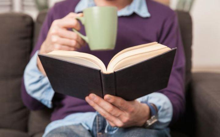 تحقیقات نشان داده است که خواندن کتابهای خود یاری علمی میتواند شدت بیماری افسردگی را بسیار کمتر کند. - درمان افسردگی بدون دارو