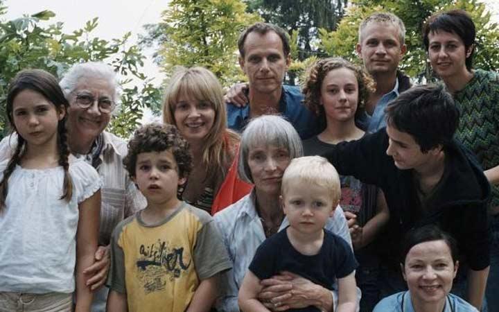 «ساعات تابستانی» نویسنده و کارگردان: الویه آسایاس محصول ۲۰۰۸(فرانسه)