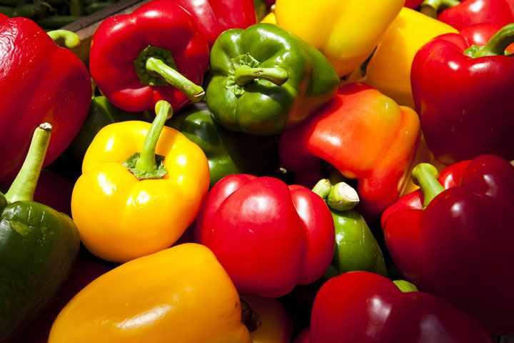 فلفل دلمه ای و سایر سبزیجات رنگدار به درمان تبخال کمک میکنند