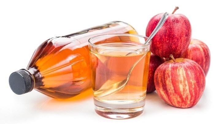 یک درمان مؤثر برای گرفتگی صدا سرکه سیب است.