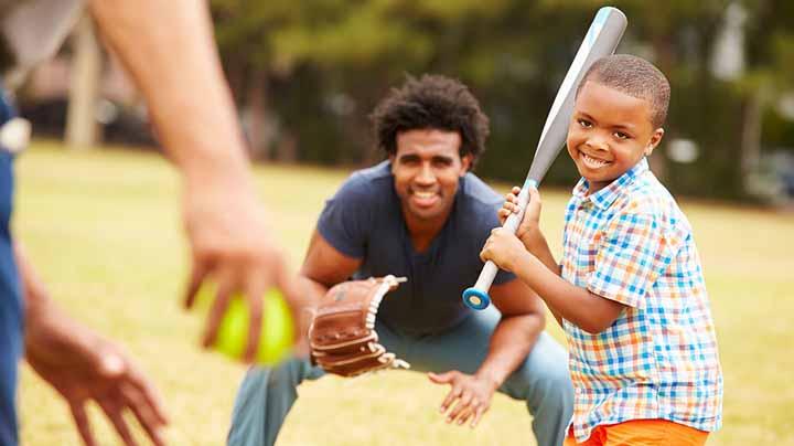 پدر و فرزند در حال بازی
