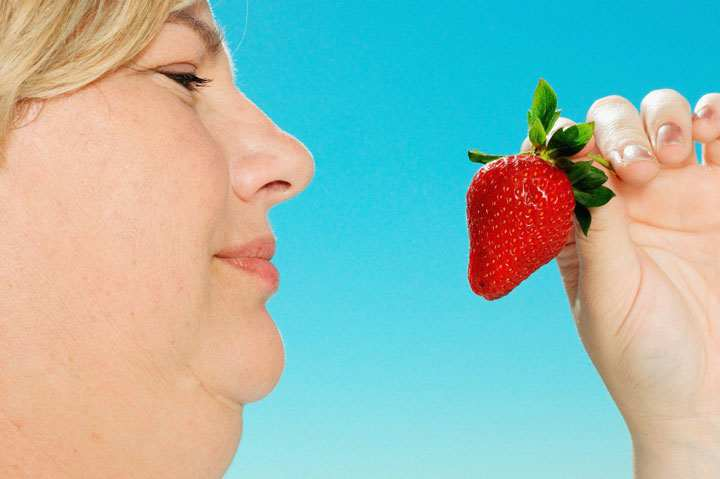 برای از بین بردن غبغب توت فرنگی مصرف کنید