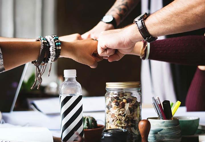 تبعیض در محل کار- داشتن رفتار حرفهای و مشارکت با اعضای تیم کاری