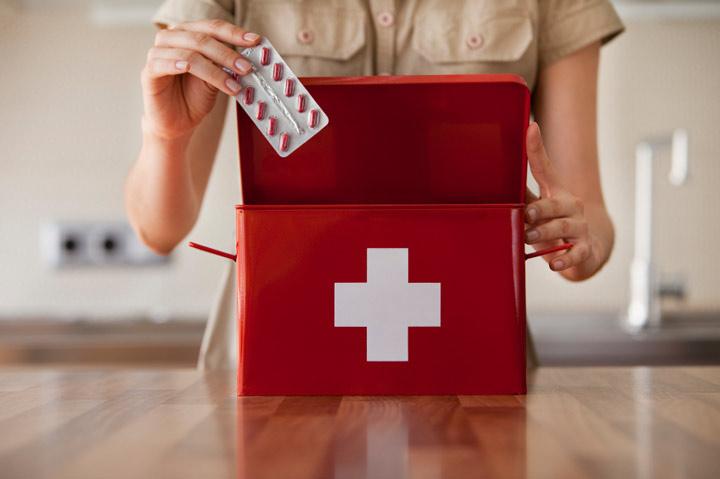 وسایل مورد نیاز سفر - جعبه کمکهای اولیه در سفر را جدی بگیرید.