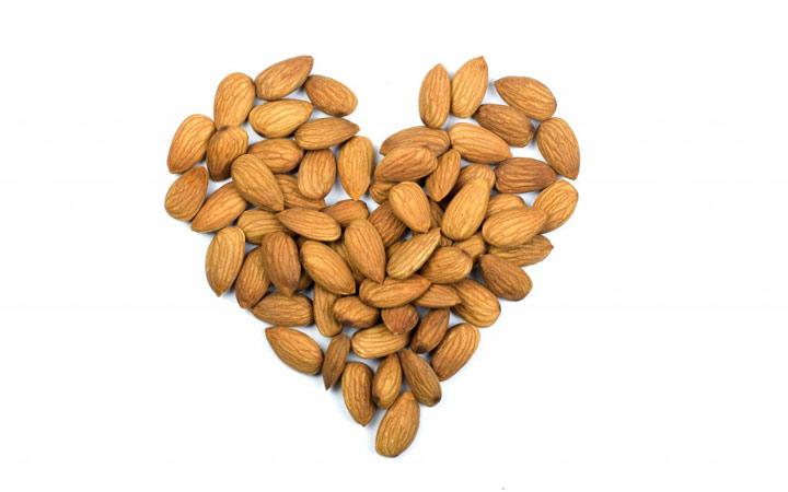خواص بادام - جلوگیری از بیماری قلب