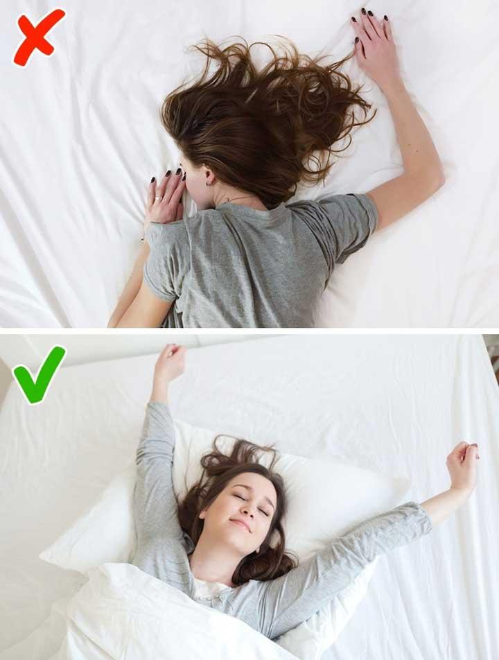 ۱۰ عادت روزانه که پوست شما را زودتر پیر میکند، به شکم خوابیدن