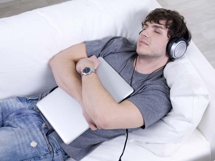 موسیقی به خواب بهتر کمک خواهد کرد - فواید عجیب موسیقی برای شما