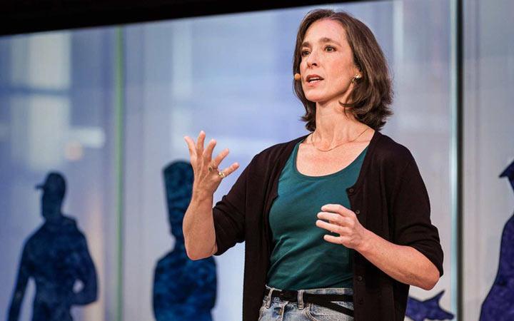 اکثر سخنرانان یا رهبران بزرگ هنگام صحبت کردن خیلی به جا و با دقت از حرکات دست استفاده می کنند